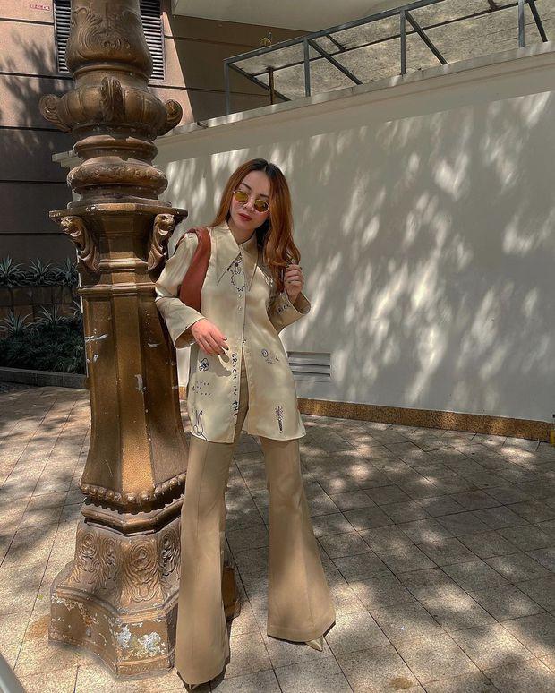 """Instagram look của sao Việt ngày cận Tết: Kỳ Duyên lên đồ """"chất chơi"""", Xoài Non diện váy xẻ cao hiểm hóc - Ảnh 7."""