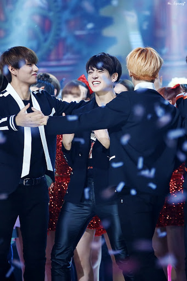 Trước khi BTS được săn đón hàng đầu, Jimin từng phải xin MC cho Jungkook được chúc Tết vào 6 năm trước cực đáng yêu - Ảnh 3.