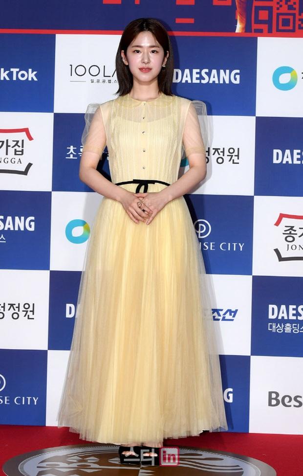 Siêu thảm đỏ Rồng Xanh 2020: Shin Min Ah lộ mặt nhăn nheo gây sốc, chị đại Kim Hye Soo đại náo bên Lee Byung Hun - Jung Woo Sung - Ảnh 27.