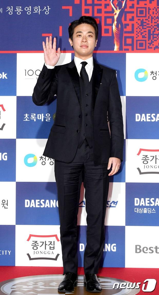 Siêu thảm đỏ Rồng Xanh 2020: Shin Min Ah lộ mặt nhăn nheo gây sốc, chị đại Kim Hye Soo đại náo bên Lee Byung Hun - Jung Woo Sung - Ảnh 33.