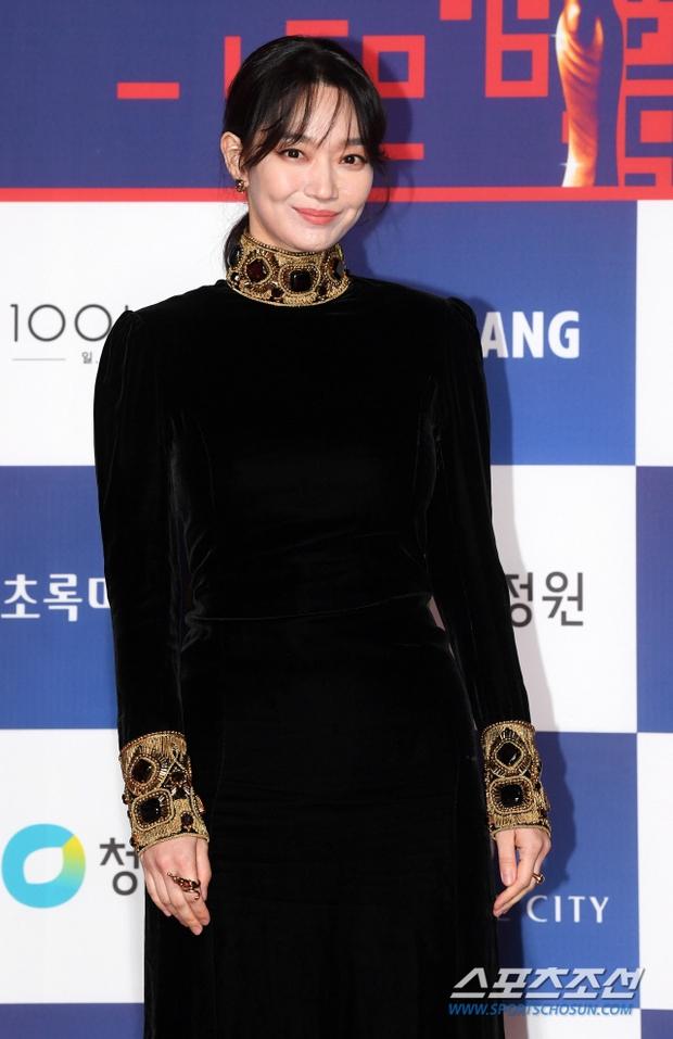 Siêu thảm đỏ Rồng Xanh 2020: Shin Min Ah lộ mặt nhăn nheo gây sốc, chị đại Kim Hye Soo đại náo bên Lee Byung Hun - Jung Woo Sung - Ảnh 7.