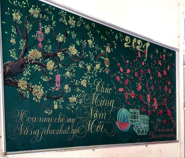 Chỉ sau 3 tiếng đồng hồ, cô giáo hô biến bảng xanh phấn trắng thành bức hoạ chúc mừng năm mới tuyệt đẹp - Ảnh 1.