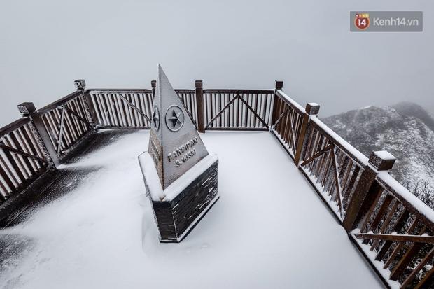 Ảnh: 28 Tết, tuyết phủ dày 60cm trên đỉnh Fansipan, đẹp như phim cổ trang - Ảnh 9.