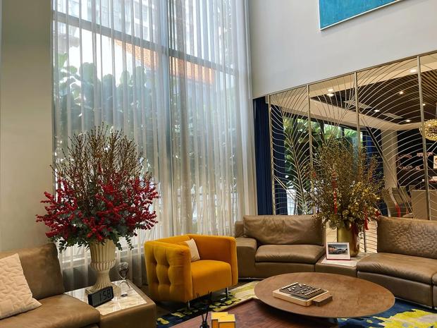4 nhà hào môn Vbiz trang trí đón Tết: Bảo Thy - Hà Tăng sáng nhất khu nhà giàu, sân nhà Lan Khuê khủng như công viên - Ảnh 8.