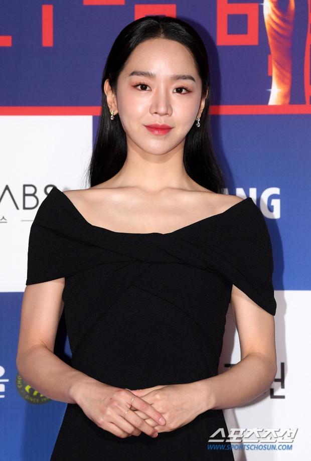 Siêu thảm đỏ Rồng Xanh 2020: Shin Min Ah lộ mặt nhăn nheo gây sốc, chị đại Kim Hye Soo đại náo bên Lee Byung Hun - Jung Woo Sung - Ảnh 18.