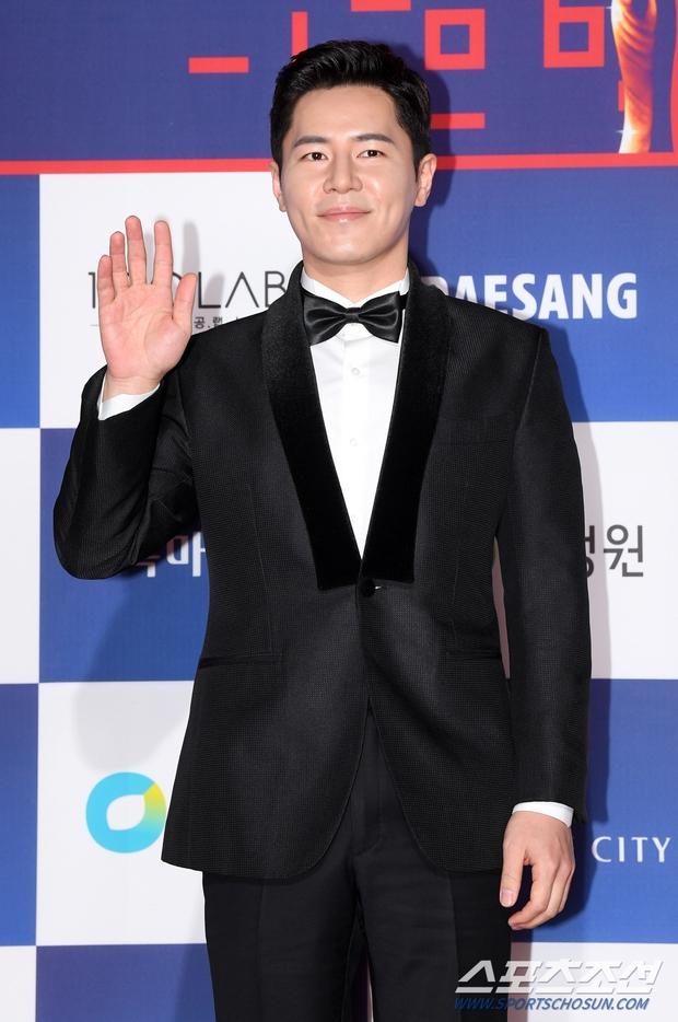 Siêu thảm đỏ Rồng Xanh 2020: Shin Min Ah lộ mặt nhăn nheo gây sốc, chị đại Kim Hye Soo đại náo bên Lee Byung Hun - Jung Woo Sung - Ảnh 30.