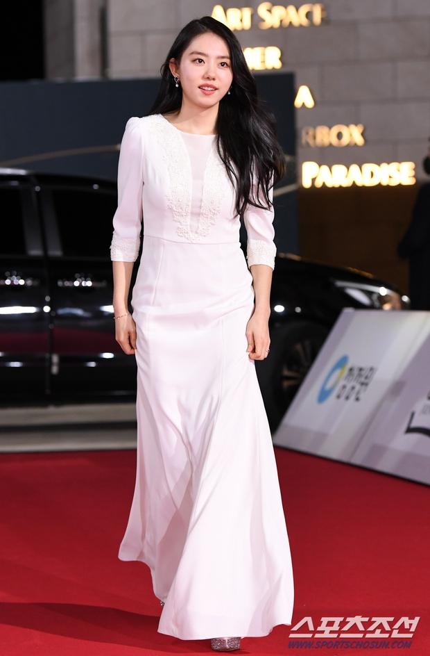 Siêu thảm đỏ Rồng Xanh 2020: Shin Min Ah lộ mặt nhăn nheo gây sốc, chị đại Kim Hye Soo đại náo bên Lee Byung Hun - Jung Woo Sung - Ảnh 22.