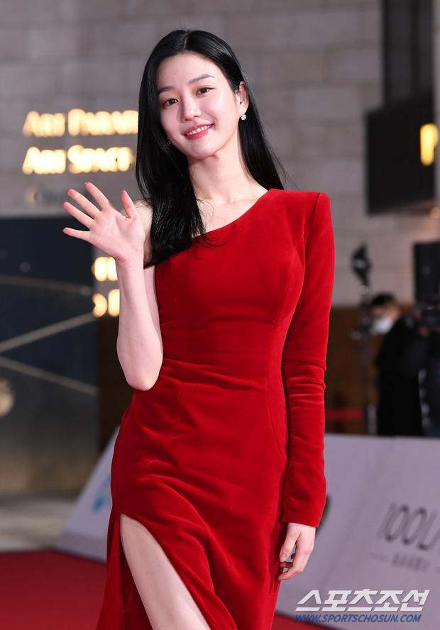 Siêu thảm đỏ Rồng Xanh 2020: Shin Min Ah lộ mặt nhăn nheo gây sốc, chị đại Kim Hye Soo đại náo bên Lee Byung Hun - Jung Woo Sung - Ảnh 15.