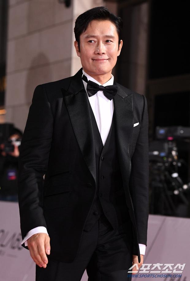 Siêu thảm đỏ Rồng Xanh 2020: Shin Min Ah lộ mặt nhăn nheo gây sốc, chị đại Kim Hye Soo đại náo bên Lee Byung Hun - Jung Woo Sung - Ảnh 10.