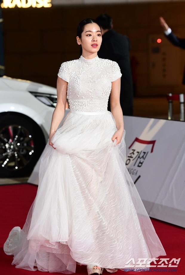 Siêu thảm đỏ Rồng Xanh 2020: Shin Min Ah lộ mặt nhăn nheo gây sốc, chị đại Kim Hye Soo đại náo bên Lee Byung Hun - Jung Woo Sung - Ảnh 16.