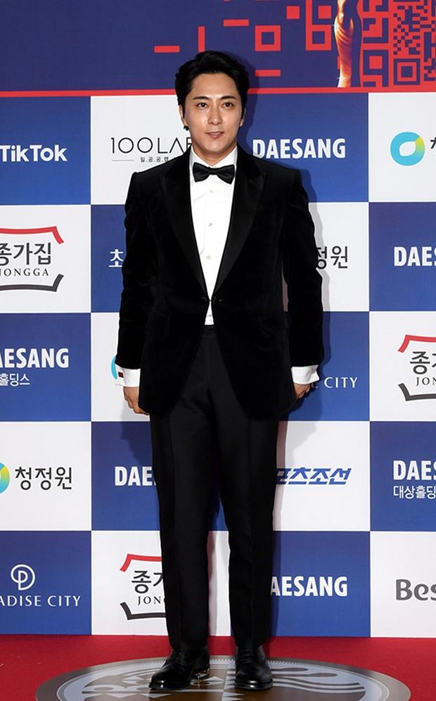 Siêu thảm đỏ Rồng Xanh 2020: Shin Min Ah lộ mặt nhăn nheo gây sốc, chị đại Kim Hye Soo đại náo bên Lee Byung Hun - Jung Woo Sung - Ảnh 31.
