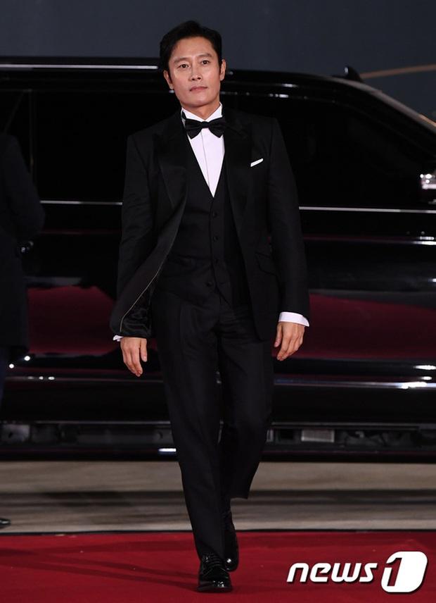 Siêu thảm đỏ Rồng Xanh 2020: Shin Min Ah lộ mặt nhăn nheo gây sốc, chị đại Kim Hye Soo đại náo bên Lee Byung Hun - Jung Woo Sung - Ảnh 9.