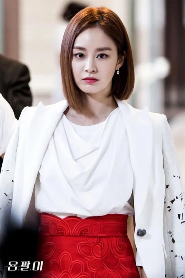 Kim Tae Hee lột xác từ nữ thần thành soái tỷ ngầu đét, kéo đến ảnh cận mặt không ai tin là mẹ bỉm U40 đã có 2 con - Ảnh 5.