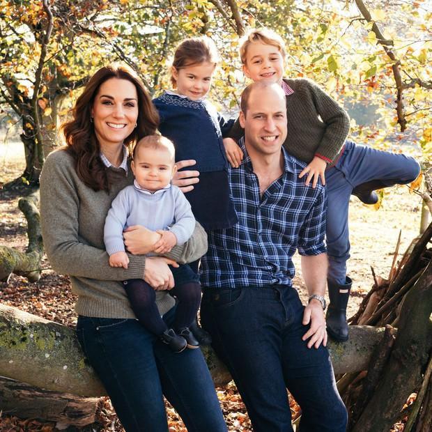 Đức Vua tương lai của Hoàng gia Anh: Những khoảnh khắc thần thái ngất trời của Hoàng tử bé George, mới 7 tuổi nhưng đã ra dáng anh cả - Ảnh 11.