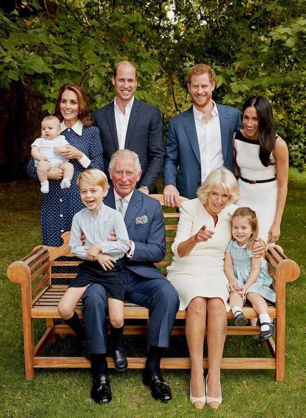 Đức Vua tương lai của Hoàng gia Anh: Những khoảnh khắc thần thái ngất trời của Hoàng tử bé George, mới 7 tuổi nhưng đã ra dáng anh cả - Ảnh 12.