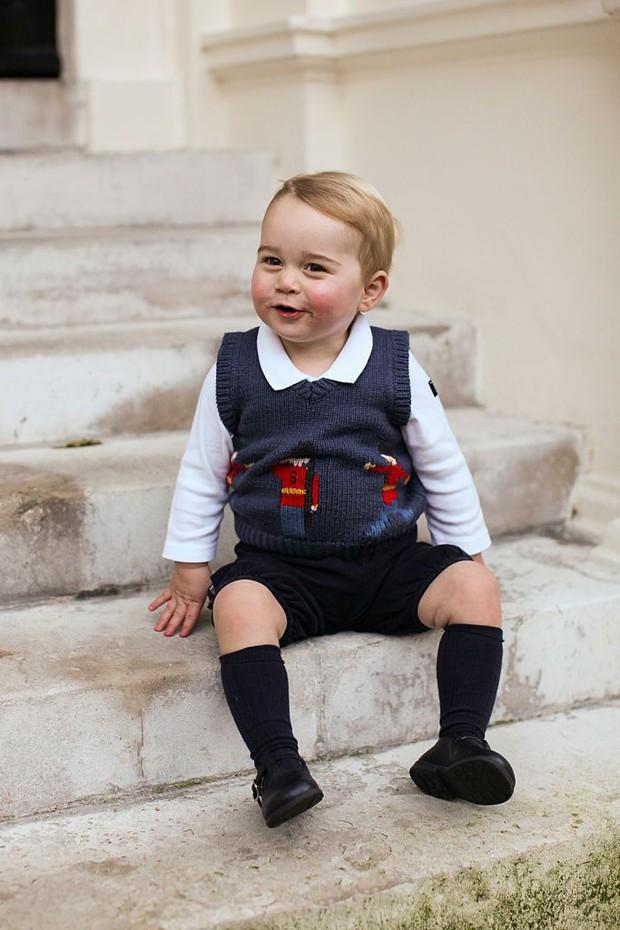 Đức Vua tương lai của Hoàng gia Anh: Những khoảnh khắc thần thái ngất trời của Hoàng tử bé George, mới 7 tuổi nhưng đã ra dáng anh cả - Ảnh 26.