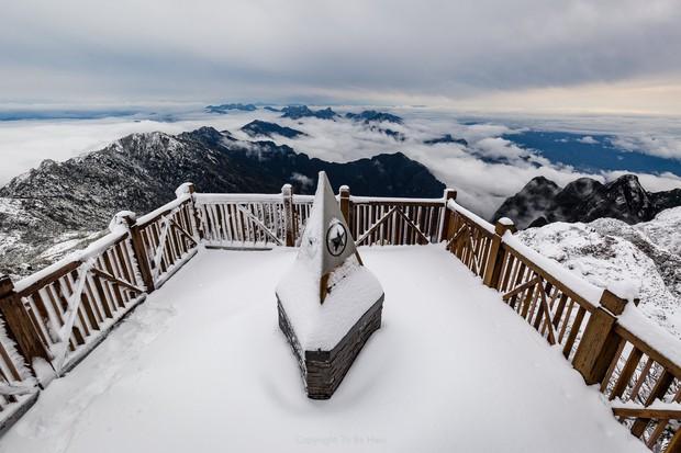 Toàn cảnh đỉnh Fansipan đẹp đến nao lòng trong màu tuyết trắng, ai mà nghĩ đây là Việt Nam chứ? - Ảnh 7.