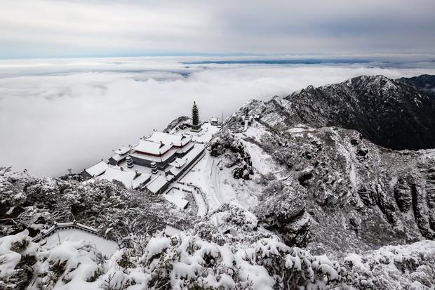 Toàn cảnh đỉnh Fansipan đẹp đến nao lòng trong màu tuyết trắng, ai mà nghĩ đây là Việt Nam chứ? - Ảnh 8.