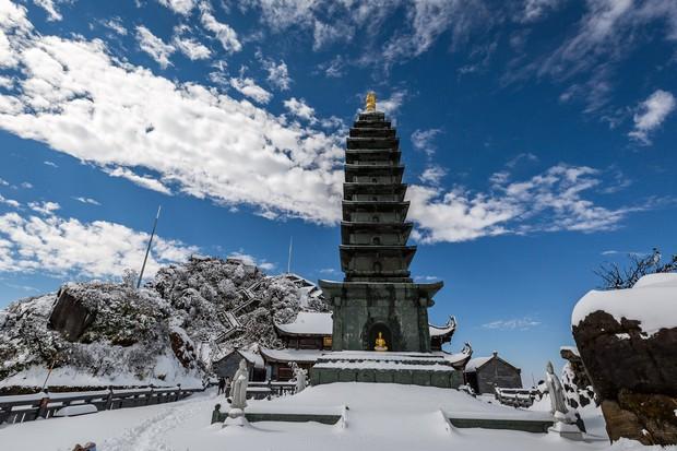 Toàn cảnh đỉnh Fansipan đẹp đến nao lòng trong màu tuyết trắng, ai mà nghĩ đây là Việt Nam chứ? - Ảnh 11.