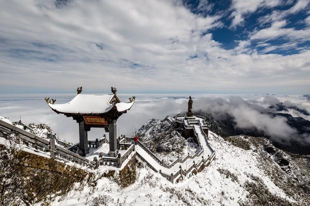 Toàn cảnh đỉnh Fansipan đẹp đến nao lòng trong màu tuyết trắng, ai mà nghĩ đây là Việt Nam chứ? - Ảnh 12.