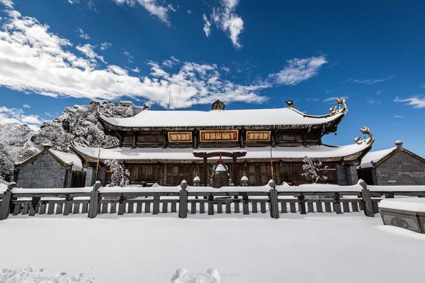 Toàn cảnh đỉnh Fansipan đẹp đến nao lòng trong màu tuyết trắng, ai mà nghĩ đây là Việt Nam chứ? - Ảnh 3.