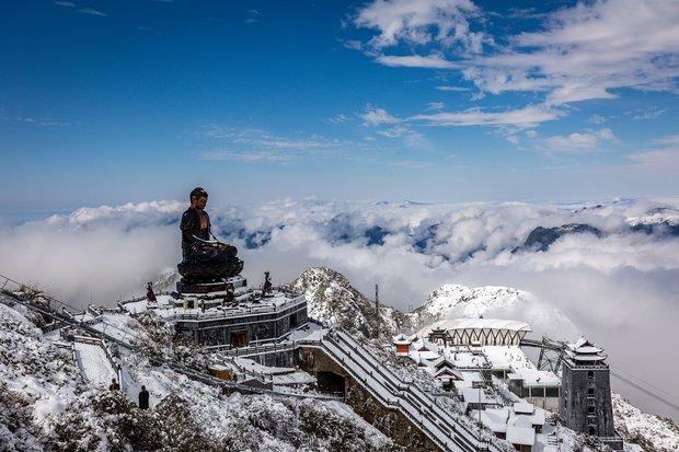Toàn cảnh đỉnh Fansipan đẹp đến nao lòng trong màu tuyết trắng, ai mà nghĩ đây là Việt Nam chứ? - Ảnh 4.