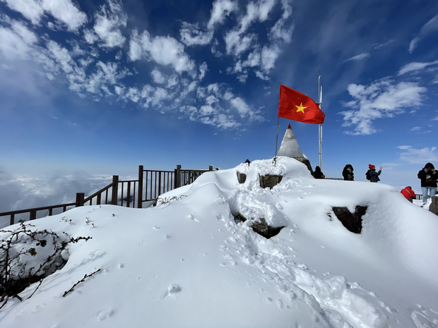 Toàn cảnh đỉnh Fansipan đẹp đến nao lòng trong màu tuyết trắng, ai mà nghĩ đây là Việt Nam chứ? - Ảnh 13.