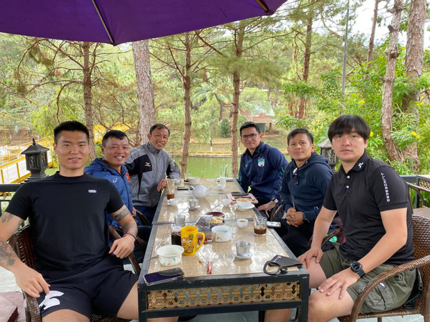 Ngoại binh V.League khoái tập luyện ở bãi biển dịp nghỉ Tết Nguyên đán 2021 - Ảnh 2.