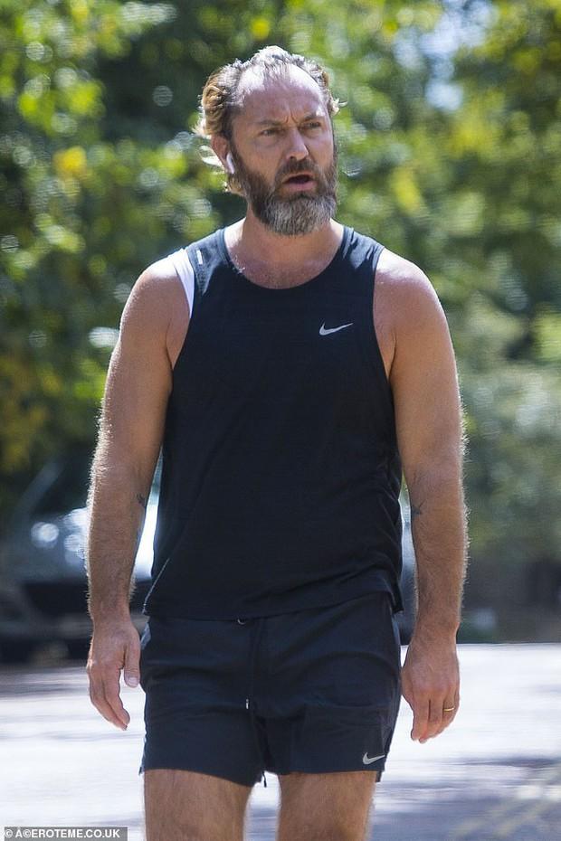 Không nhận ra người đàn ông quyến rũ nhất thế giới: Visual tuột dốc sau bê bối ngoại tình, 49 tuổi mà như 70 - Ảnh 11.
