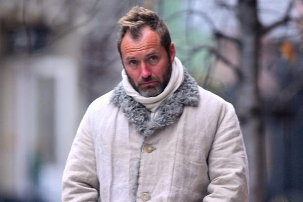 Không nhận ra người đàn ông quyến rũ nhất thế giới: Visual tuột dốc sau bê bối ngoại tình, 49 tuổi mà như 70 - Ảnh 5.