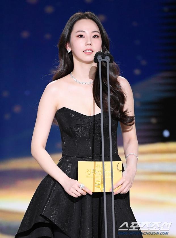 Dàn mỹ nhân hot nhất Rồng Xanh 2020: Sohee khoe vòng 1 bức thở, Lee Sung Kyung át cả Han Hyo Joo vì chân... siêu dài - Ảnh 3.
