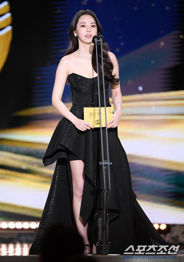 Dàn mỹ nhân hot nhất Rồng Xanh 2020: Sohee khoe vòng 1 bức thở, Lee Sung Kyung át cả Han Hyo Joo vì chân... siêu dài - Ảnh 4.