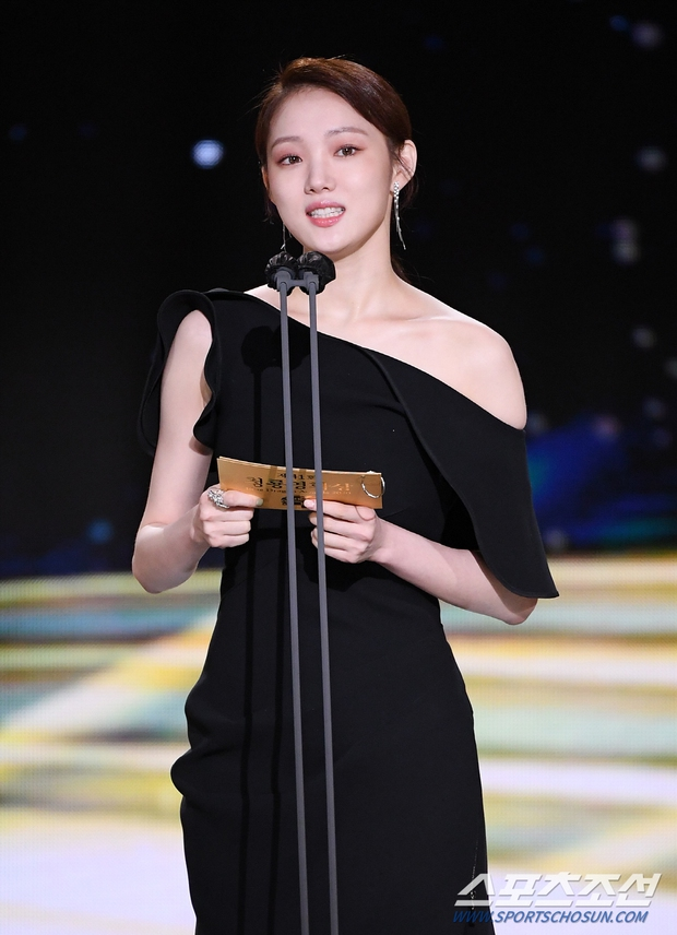 Dàn mỹ nhân hot nhất Rồng Xanh 2020: Sohee khoe vòng 1 bức thở, Lee Sung Kyung át cả Han Hyo Joo vì chân... siêu dài - Ảnh 7.