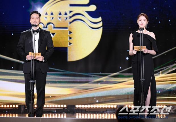 Dàn mỹ nhân hot nhất Rồng Xanh 2020: Sohee khoe vòng 1 bức thở, Lee Sung Kyung át cả Han Hyo Joo vì chân... siêu dài - Ảnh 9.