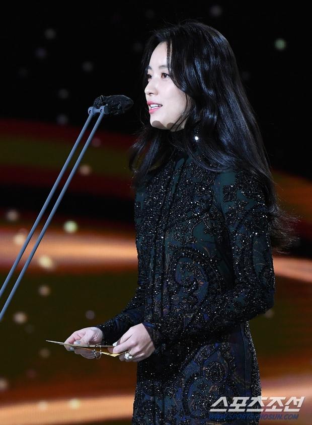 Dàn mỹ nhân hot nhất Rồng Xanh 2020: Sohee khoe vòng 1 bức thở, Lee Sung Kyung át cả Han Hyo Joo vì chân... siêu dài - Ảnh 12.