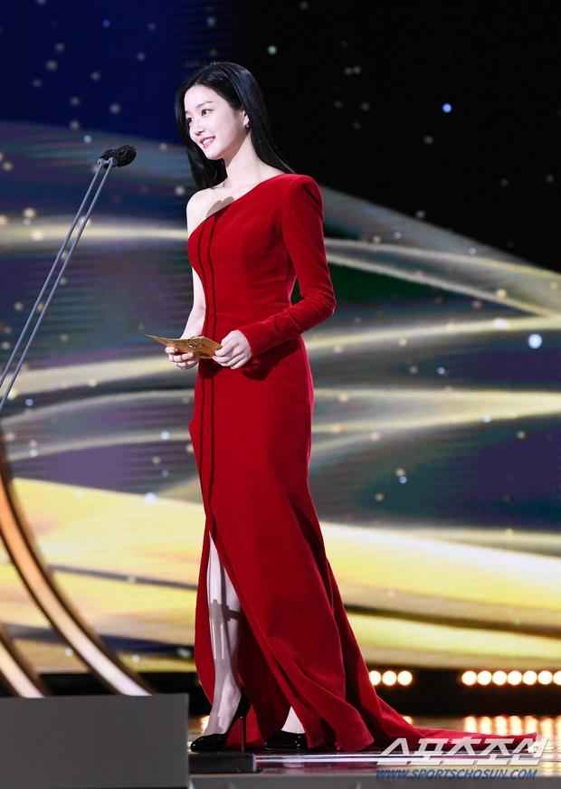 Dàn mỹ nhân hot nhất Rồng Xanh 2020: Sohee khoe vòng 1 bức thở, Lee Sung Kyung át cả Han Hyo Joo vì chân... siêu dài - Ảnh 13.