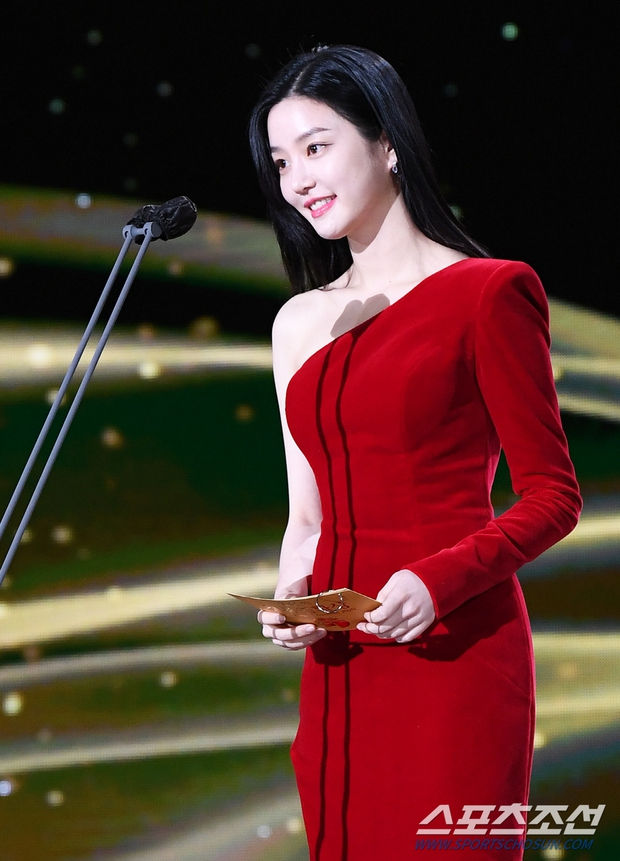Dàn mỹ nhân hot nhất Rồng Xanh 2020: Sohee khoe vòng 1 bức thở, Lee Sung Kyung át cả Han Hyo Joo vì chân... siêu dài - Ảnh 14.