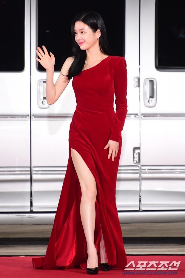 Dàn mỹ nhân hot nhất Rồng Xanh 2020: Sohee khoe vòng 1 bức thở, Lee Sung Kyung át cả Han Hyo Joo vì chân... siêu dài - Ảnh 16.