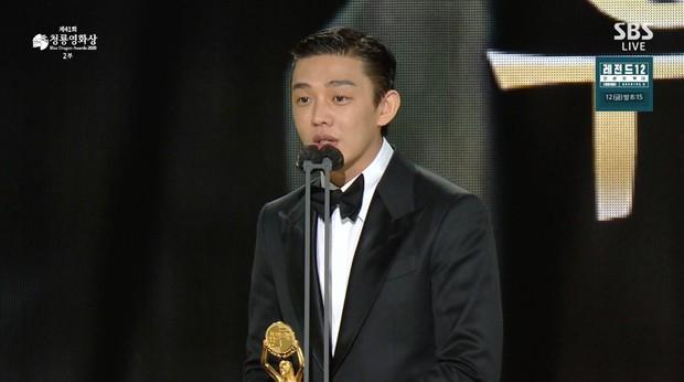 Yoo Ah In hốt đậm tại lễ trao giải Rồng Xanh 2020, hai lần làm Ảnh Đế là không đùa được đâu! - Ảnh 4.