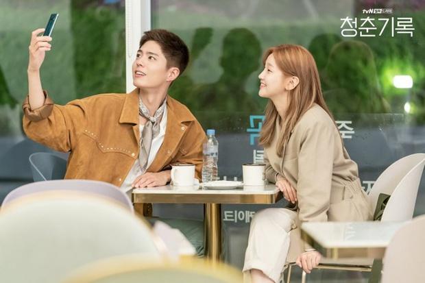 Ban biên tập khét tiếng xứ Hàn tổng kết phim ảnh 2020: Đôi Hyun Bin - Son Ye Jin hụt giải quan trọng, Park Bo Gum gây thất vọng - Ảnh 18.