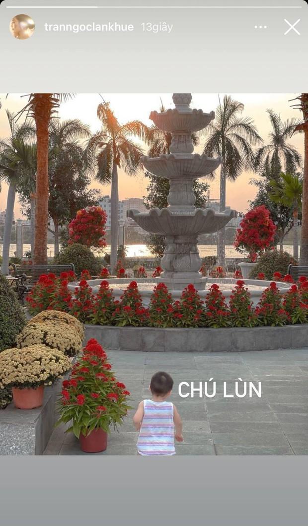 4 nhà hào môn Vbiz trang trí đón Tết: Bảo Thy - Hà Tăng sáng nhất khu nhà giàu, sân nhà Lan Khuê khủng như công viên - Ảnh 13.