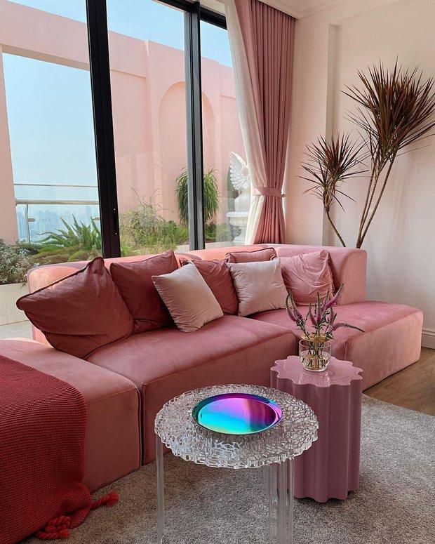 Fan mê mẩn 2 chiếc bàn trà trong penthouse 7 tỷ của Quỳnh Anh Shyn, hỏi ngay chỗ mua - Ảnh 2.