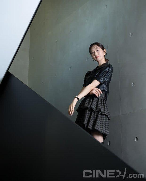 Han Ji Hyun - Tiểu thư xấc láo của Penthouse 2: Đỗ một lần 6 trường đại học, cầm kì thi họa chuyện gì cũng cân tất! - Ảnh 2.