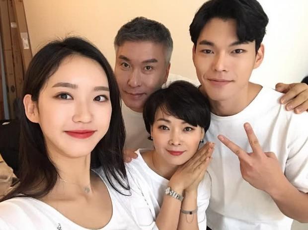 Han Ji Hyun - Tiểu thư xấc láo của Penthouse 2: Đỗ một lần 6 trường đại học, cầm kì thi họa chuyện gì cũng cân tất! - Ảnh 15.