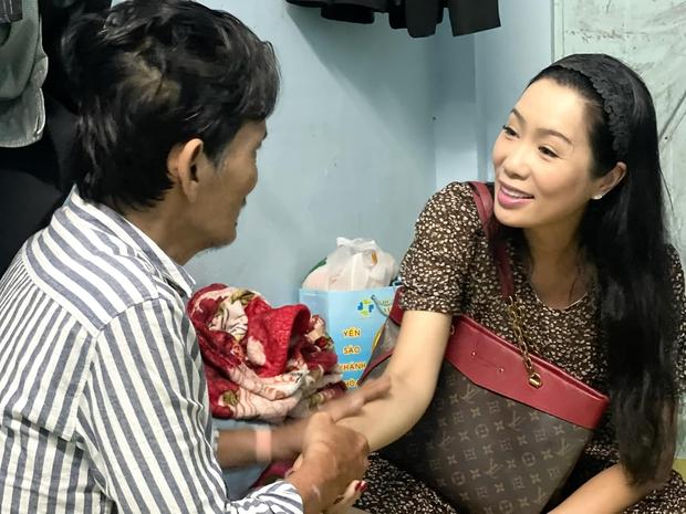 NS Thương Tín đã xuất viện sau 3 ngày đột quỵ, hình ảnh căn phòng trọ vỏn vẹn 20m2 tá túc cùng vợ gây xót xa - Ảnh 9.