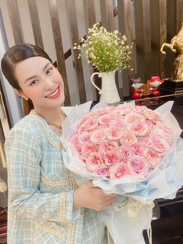 Đông Nhi lên đồ mừng kỷ niệm 12 năm bên Ông Cao Thắng: Sắc vóc mẹ bỉm xứng đáng 100 điểm, hơn thập kỷ gắn bó mà lãng mạn phát ghen - Ảnh 2.