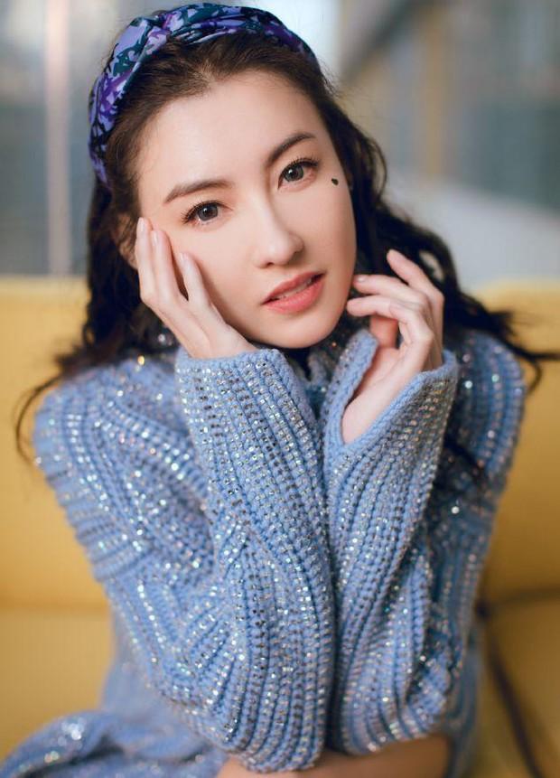 Trương Bá Chi: Ngọc nữ đẹp nhất Hong Kong ăn chơi trác táng, thị phi bủa vây vì cuộc tình 2 thập kỷ với Tạ Đình Phong - Ảnh 2.