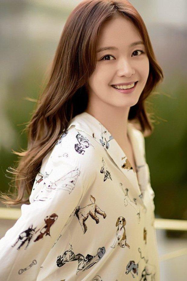 Tranh cãi BXH 25 nữ diễn viên đẹp nhất xứ Hàn: Song Hye Kyo - Jeon Ji Hyun hạng thấp bất ngờ, No.1 là ai mà khiến Knet gật gù? - Ảnh 6.