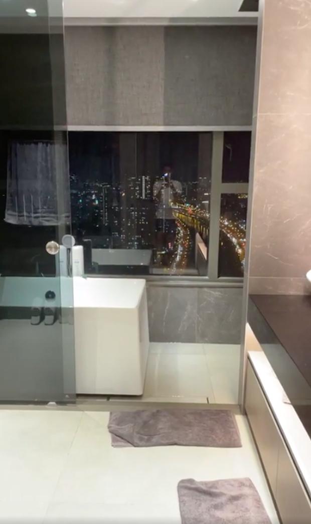 Trấn Thành khoe căn hộ mới tậu: Phòng tắm sang xịn mịn như khách sạn 5 sao, view nhìn ra thành phố đẹp mê li! - Ảnh 5.