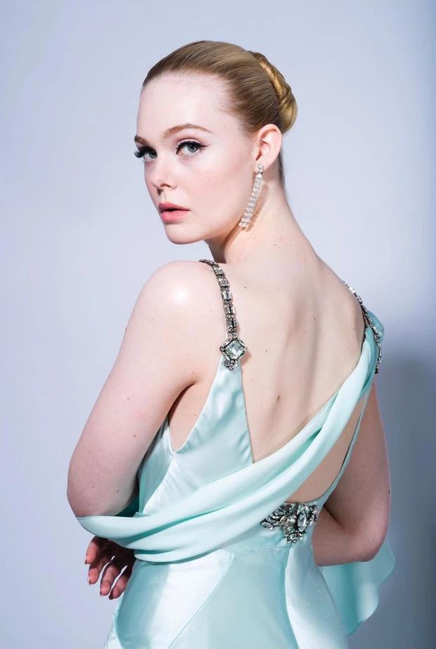 Thảm đỏ lạ nhất lịch sử Golden Globes: Harley Quinn dừ chát, Gal Gadot đẹp mê mẩn, nhìn Lily Collins còn choáng hơn - Ảnh 6.
